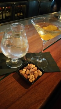 Ginger Martini w snack nuts