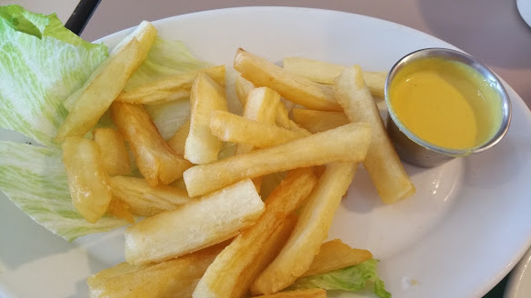 Yucca Fries w sauxe (2)