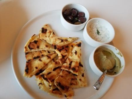 Mediteranian trio with Naan bread