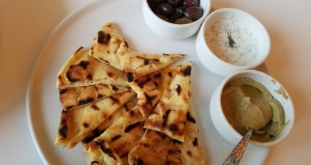 Mediteranian trio with Naan bread