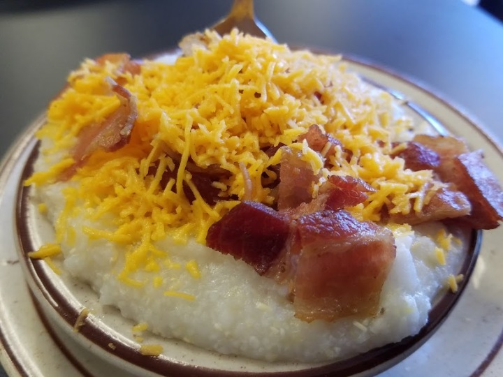 Grits with cheese and bacon